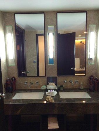 Anantara Riverside Bangkok Resort: His and Hers bathroom mirrors