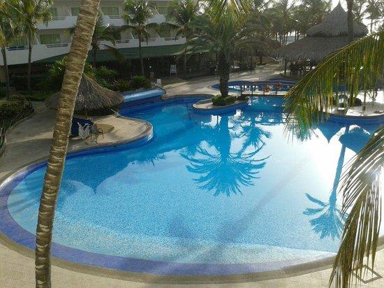 SUNSOL Isla Caribe: Piscina área real es la principal