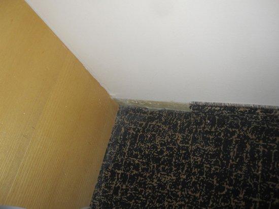 Crowne Plaza Hotel Jerusalem: Carpet not finished