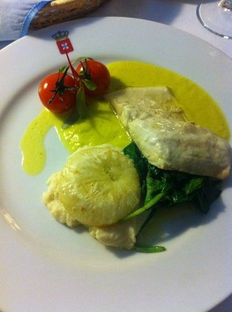 Restaurante Dom Carlos: Fillet of seabass with braised and mashed celariac with leek and saffron sauce - amazing!