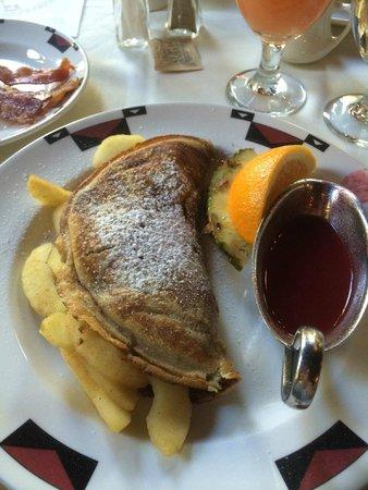 The Majestic Yosemite Hotel: Breakfast at the Ahwahnee - Cinnamon Apple Flajack - Excellent!