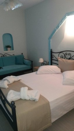 Kampos Home Sifnos : Room&sofa