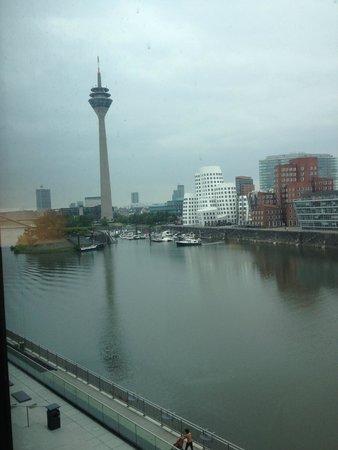 Hyatt Regency Düsseldorf: View from lower floor room