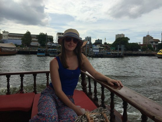 Anantara Riverside Bangkok Resort : free boat