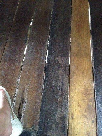 Sarana Bungalows: The 'floor'