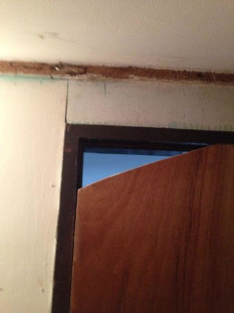 Sarana Bungalows: Bathroom door