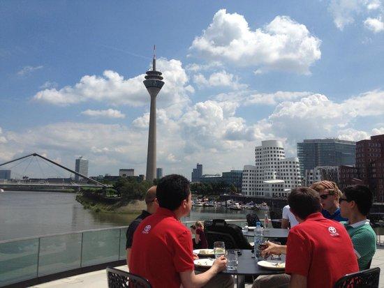 Hyatt Regency Dusseldorf: Lunch bar terrace
