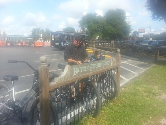 Jaybird's Inn: Bike riding is a great way to see all the beautiful side streets and homes