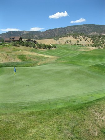 Lakota Canyon Golf Course: View from behind the green