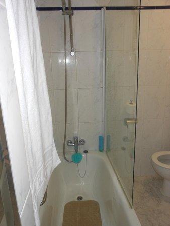 H10 Las Palmeras : Bathroom