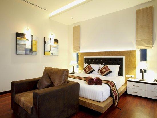 Kata Sea View Villas : 4 Bedroom Modern Sea View Villa