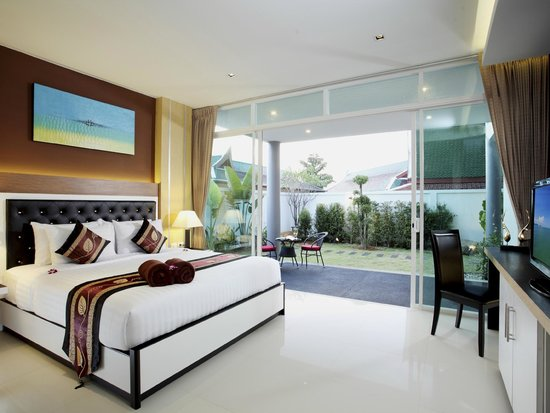 Kata Sea View Villas : 4 Bedroom Modern Sea View Villa
