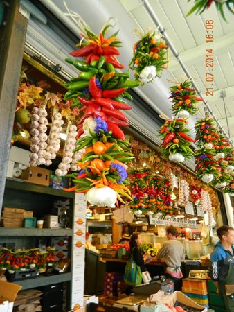 Pike Place Market: Fresh vegetable, fish and deli Shop