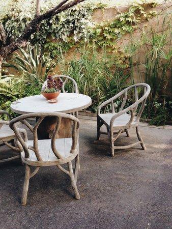 Auberge du Soleil: Garden area