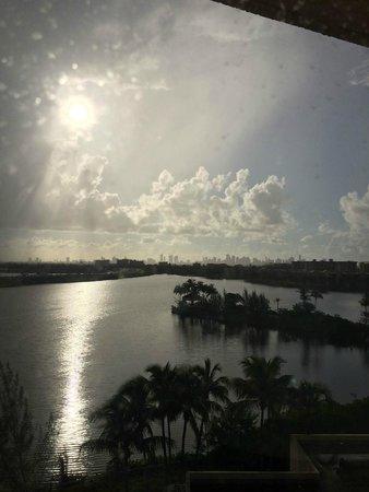 Hilton Miami Airport: Foto do quarto com vista para a lagoa