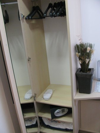 Emona Luxury Rooms: Closet