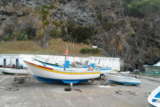 Quinta do Mar : Fishing harbour next to the restaurant