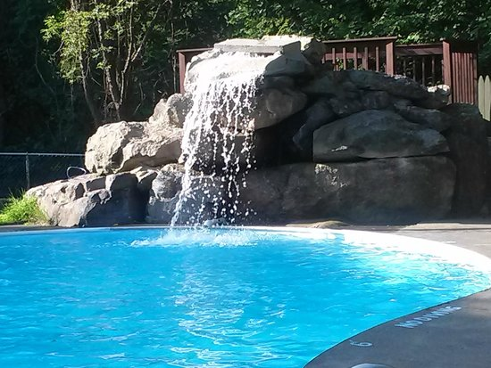 Chateau Resort & Conference Center: Pool  with waterfall