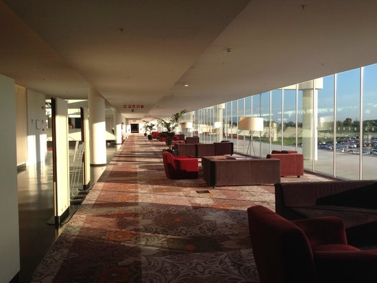 Sheraton Milan Malpensa Airport Hotel & Conference Centre: Sheraton Malpensa lounge area