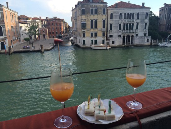 Palazzetto Pisani: Afternoon canapés on the Grand Canal