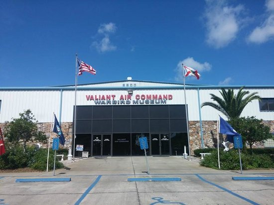 Valiant Air Command Warbird Museum : main entrance