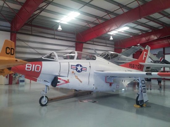 Valiant Air Command Warbird Museum : a buckeye