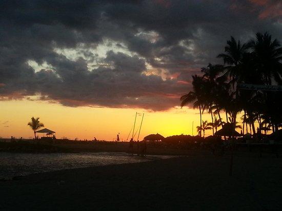 Villa del Palmar Beach Resort & Spa: Sunset on the Villa del Palmar beach