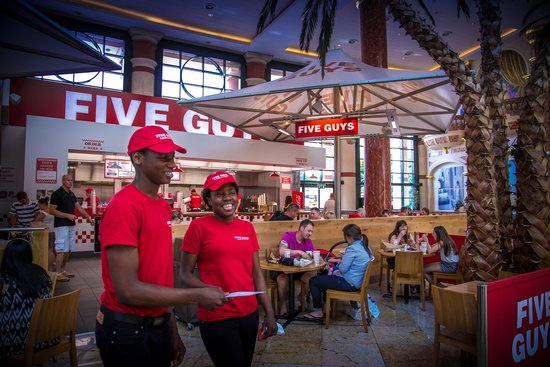 intu Trafford Centre : Five Guys Burger and Fries in the Great Hall