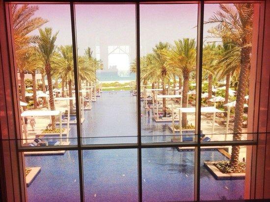 Park Hyatt Abu Dhabi Hotel & Villas: Вид из лобби
