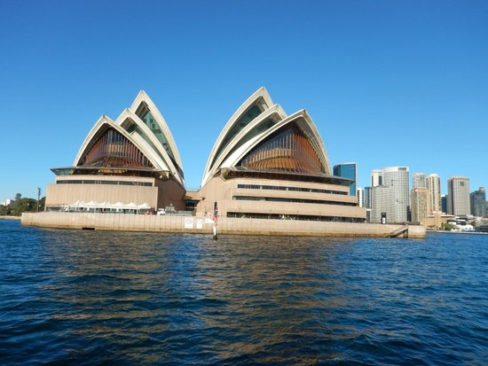 Sydney Opera House: View from the harbor on the ferry boat