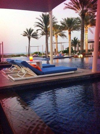 Park Hyatt Abu Dhabi Hotel & Villas: Бассейн