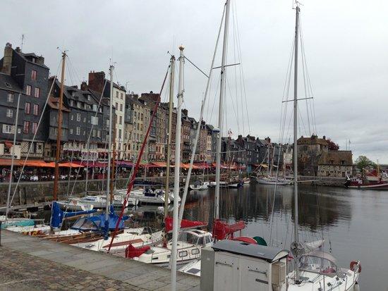 Le Vieux Bassin : オンフルールの町