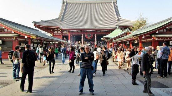 Senso-ji Temple: На территории храма