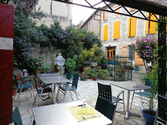 Hotel Restaurant du Midi: Une jolie terrasse ombragée