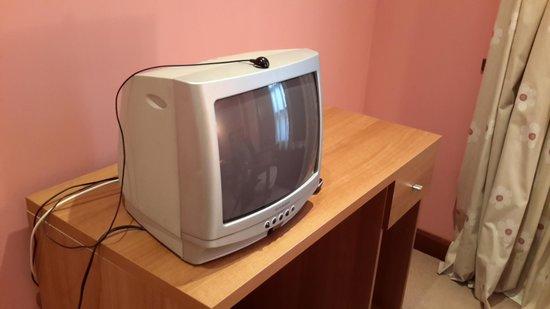 """Gran Hotel Rural Cela: """"Televisión última generación y sin funcionar"""""""