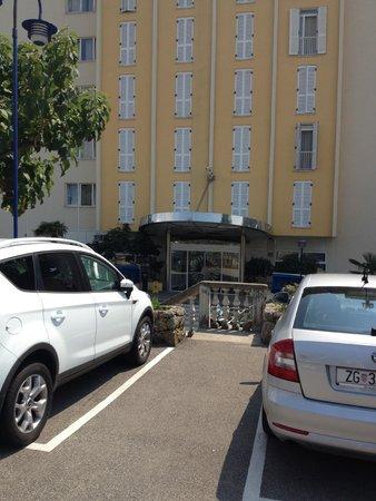 Drazica Hotel : Entrance