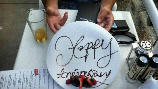 Bay Pointe Inn & Restaurant: Anniversary Desert