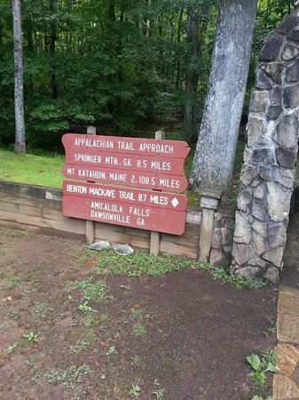 Amicalola Falls State Park: Entrance to hiking trails
