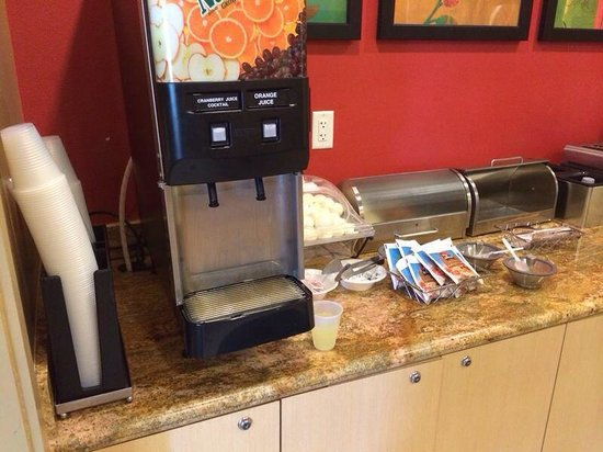 TownePlace Suites Galveston Island : Orange juice it is empty and now it is some like lemon. Puajjjj A disaster.