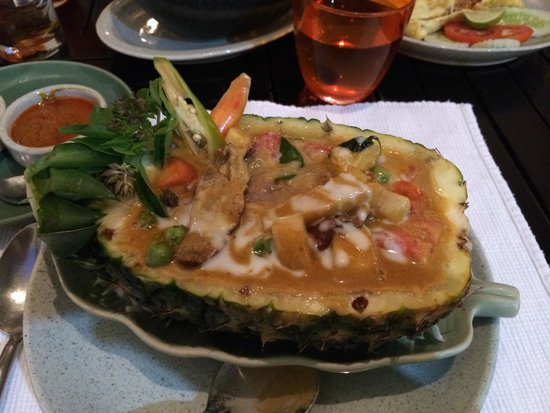 Rembrandt Hotel Bangkok: duck pineapple dish at Mango Tree