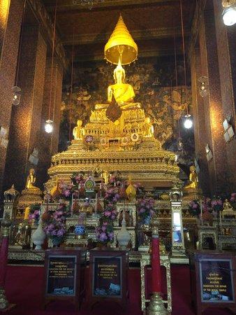 Rembrandt Hotel Bangkok: the principal buddha