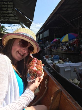 Rembrandt Hotel Bangkok: Buying fruit on the floating market
