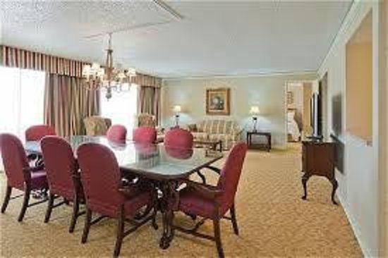 Crowne Plaza Hotel Executive Center Baton Rouge: A suite that makes a long trip easy!