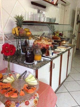 Pousada Bella Vitoria: Café da manhã delicioso