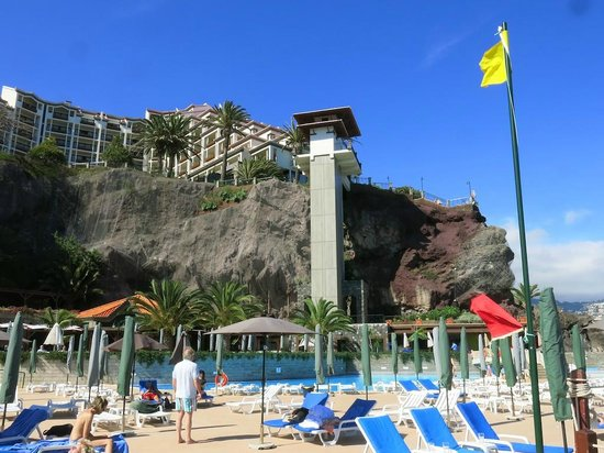 Hotel The Cliff Bay: Hotel seen from the pool area