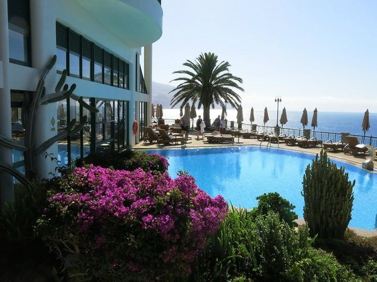 Hotel The Cliff Bay: Mid level indoor/outdoor pool