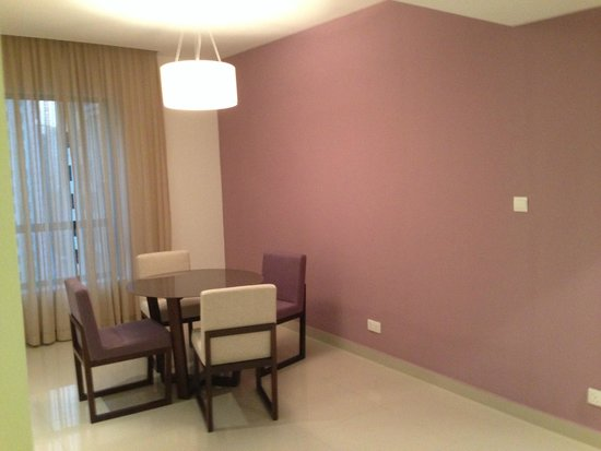 Hawthorn Suites by Wyndham Dubai, Jbr: Tinello