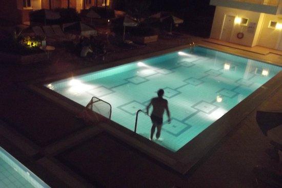 Lavris Hotel Bungalows: La petite piscine