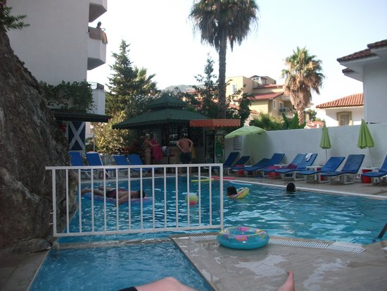Dilhan Hotel: small pool