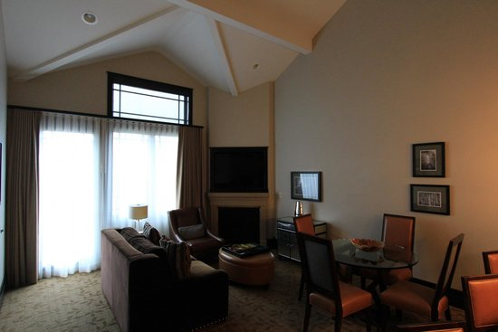Waldorf Astoria Park City: High ceiling and nice fireplace 1bd/2ba suite